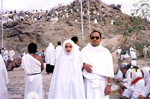 Thu March 9, 2000 (3 Dzulhijjah 1420). At Jabal Rahmah in Arafah. The hill at the background was where our father Adam (A.S.) and mother Hawwa (Eve) met again after they were taken to earth out from their previous place in Jannah (Paradise). We were here as part of our pre-Hajj visit to Jabal Thur, Muzdalifah, Arafah, Mina, Jabal Nur (Hira' Cave) and Tana'im.