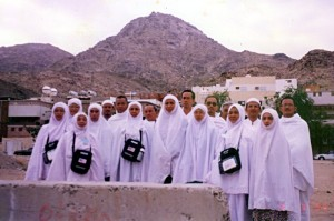 Thu March 9, 2000 (3 Dzulhijjah 1420). At the foot of Jabal Thur, a mountain on 151° bearing from Masjid Al-Haram with 4.5 km air distance and 13 km road distance. At a cave on this mountain Prophet Muhammad (S.A.W.) and his companion Abu Bakr sought refuge from the Makkan Quraysh, before they proceeded to Madinah to fulfil the Hijrah (migration), the year of which marked the start of the Muslim calendar.