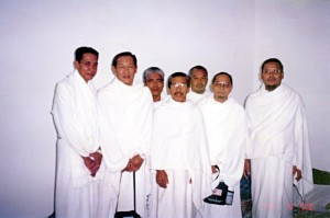 Tue March 14, 2000 (8 Dzulhijjah 1420). My Makkah roommates in our room, ready in our ihram garbs before we left for Arafah to do Wukuf, which is a mandatory component of Hajj.