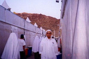 Sat March 18, 2000 (12 Dzulhijjah 1420). Me outside the Maktab 82 tents in Mina.