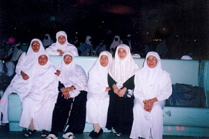April 06 , 2000 (1 Muharram 1420). The ladies at Hajj Terminall, Jeddah Airport, waiting for immigration formalities before we departed for home in Malaysia.