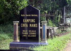 Signboard welcoming us into Kampung Cinta Manis
