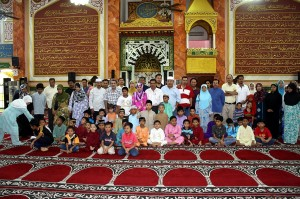 Parents with their sons who were participating in Masjid Al-Falah USJ9 2009 berkhatan event